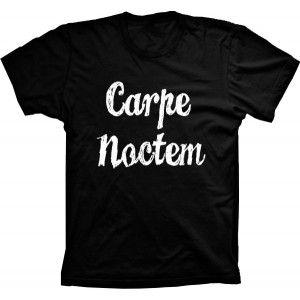 Camiseta Carpe Noctem